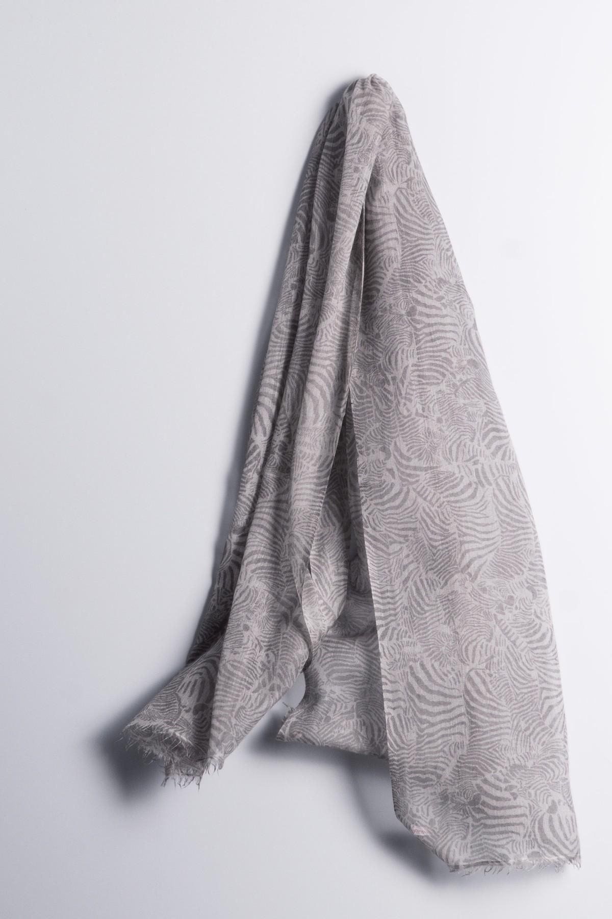 Hot Pashmina Print Zebra chateau gray
